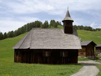 Kirche in Obermutten