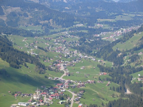 Blick auf Mittelberg, Hirschegg und Riezlern